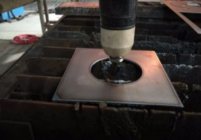1525 1530 లోహపు షీట్ CNN ప్లాస్మా కట్టర్ ప్లాస్మా కటింగ్ యంత్రాన్ని నీటి మంచంతో